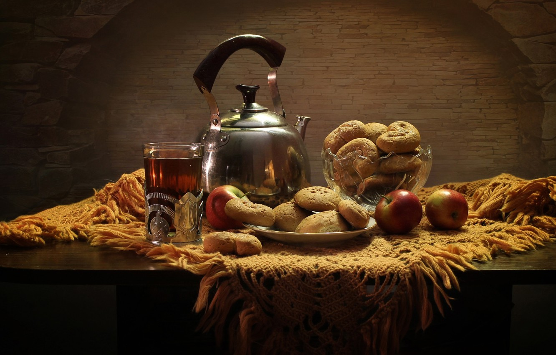 Фото обои стакан, стол, чай, яблоки, чайник, печенье, тарелка, хлеб, натюрморт, булки, выпечка
