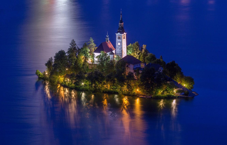 Фото обои вода, пейзаж, природа, озеро, вечер, освещение, церковь, островок, Словения, Lake Bled, Бледское озеро, Блед