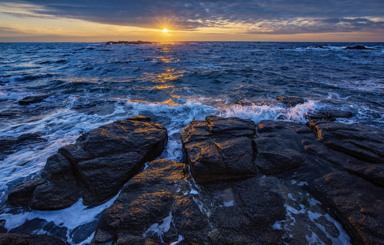 Фото обои море, солнце, закат, камни, побережье