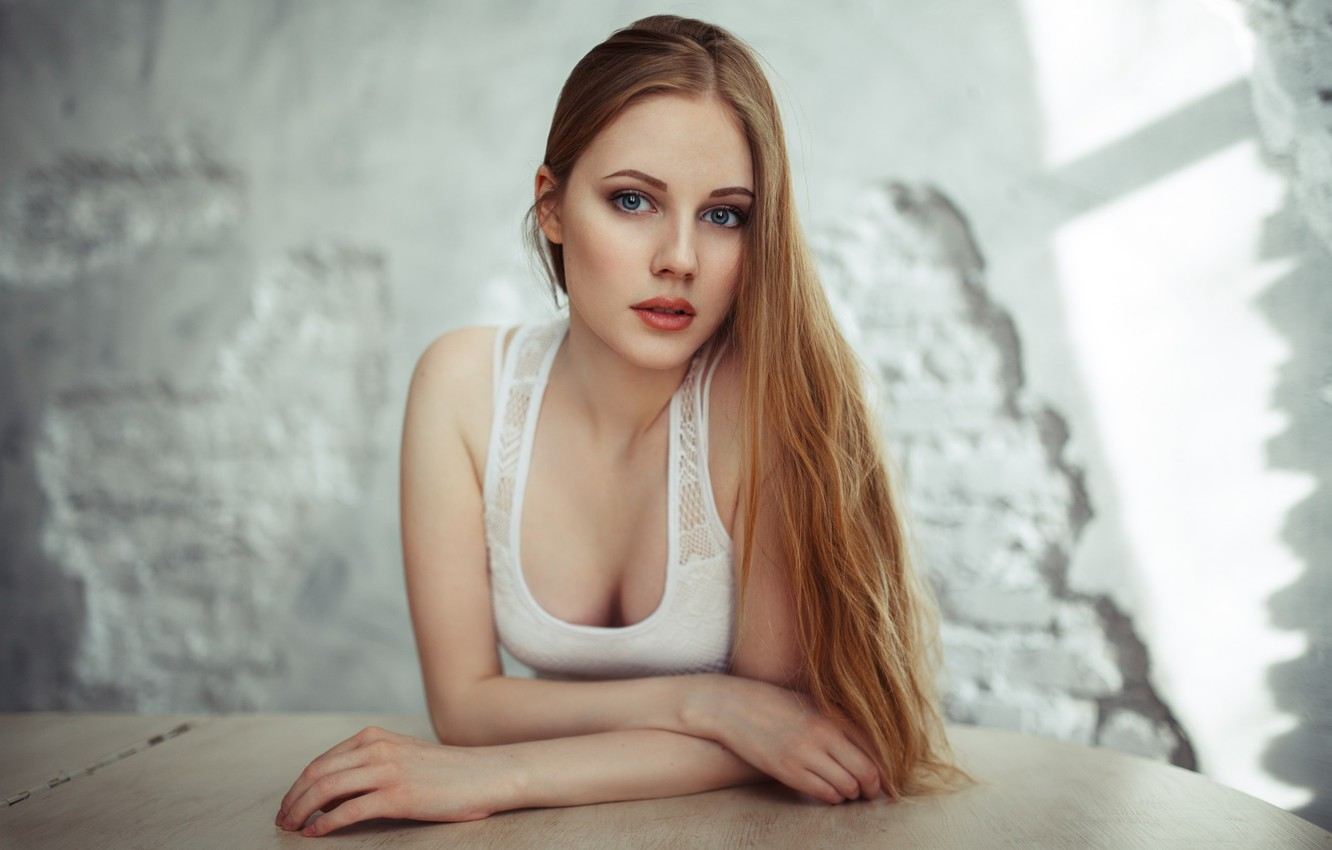 Фото обои girl, cleavage, long hair, breast, photo, photographer, blue eyes, model, lips, face, blonde, chest, white …