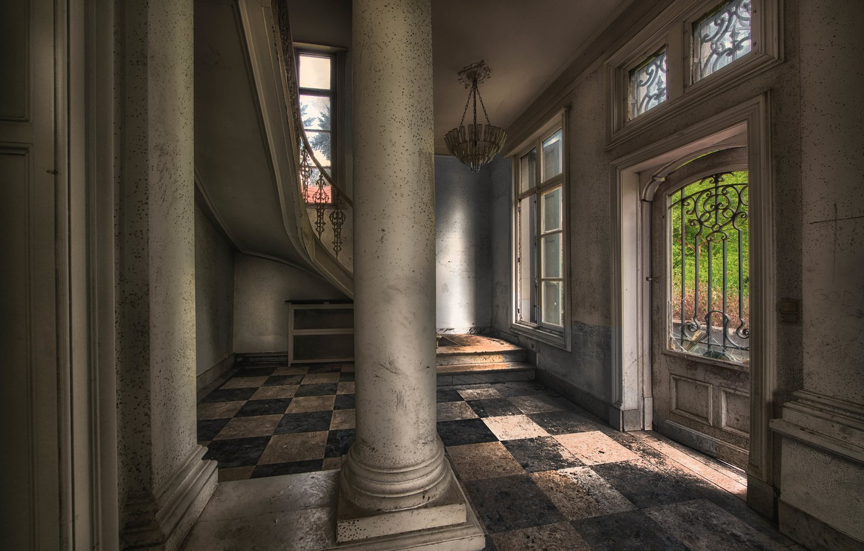 Фото обои дверь, колонны, хол