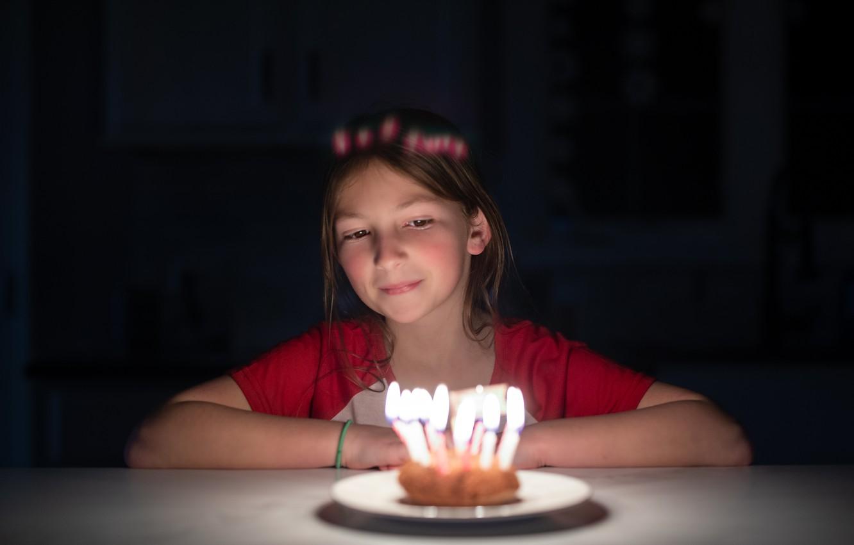 Фото обои праздник, девочка, свечки