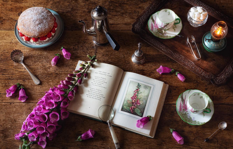 Фото обои цветок, стиль, чашки, книга, натюрморт, лупа, тортик, поднос, кофейник, дигиталис, наперстянка