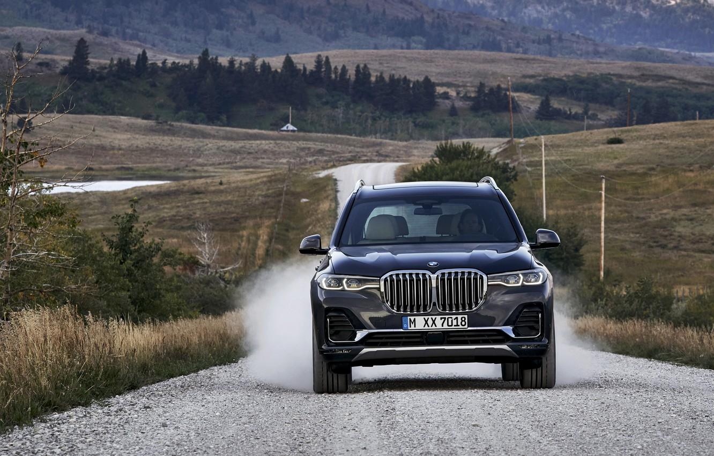 Фото обои движение, пыль, BMW, 2018, кроссовер, SUV, 2019, BMW X7, X7, G07