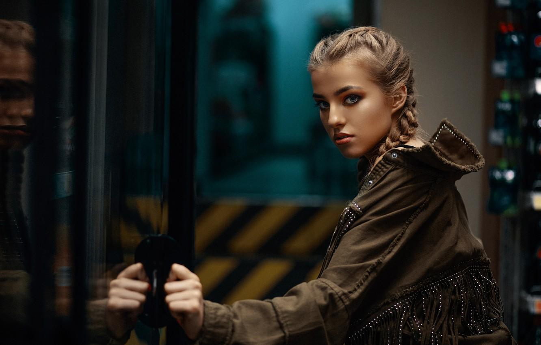 Фото обои взгляд, девушка, лицо, куртка, коса, Janusz Żołnierczyk