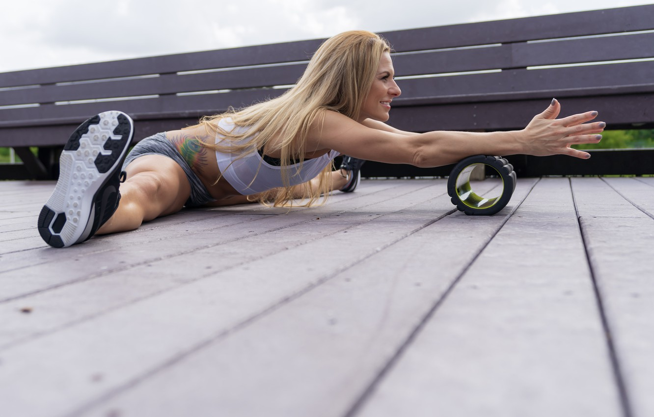 Фото обои legs, blonde, floor, workout, fitness