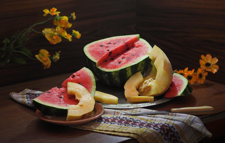 Фото обои цветы, полотенце, арбуз, плоды, тарелка, нож, столик, дольки, блюдо, дыня, Сергей Фунтовой