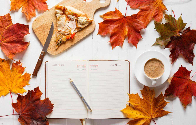 Фото обои осень, листья, фон, colorful, клен, wood, autumn, leaves, pizza, cup, book, coffee, чашка кофе, maple