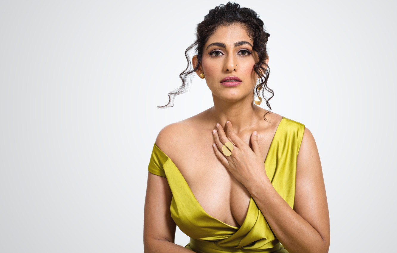 Фото обои girl, beautiful, model, indian, actress, celebrity, bollywood, Kubra sait