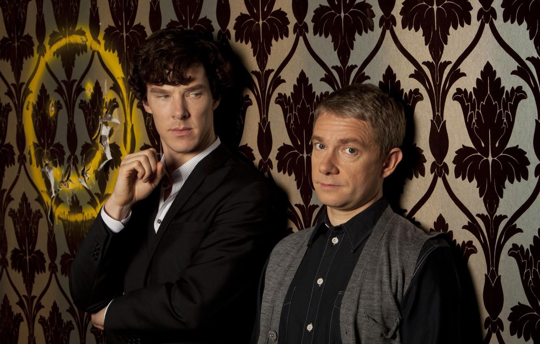 Фото обои фон, двое, Шерлок Холмс, смайлик, Мартин Фримен, Бенедикт Камбербэтч, Sherlock, Sherlock BBC, Sherlock Holmes, Джон …