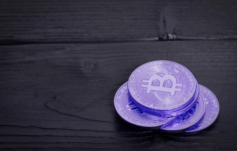 Фото обои размытие, black, purple, table, boards, bitcoin, биткоин