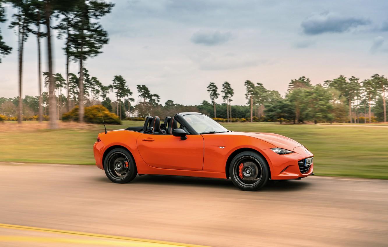 Фото обои оранжевый, движение, Mazda, родстер, вид сбоку, MX-5, 30th Anniversary Edition, 2019