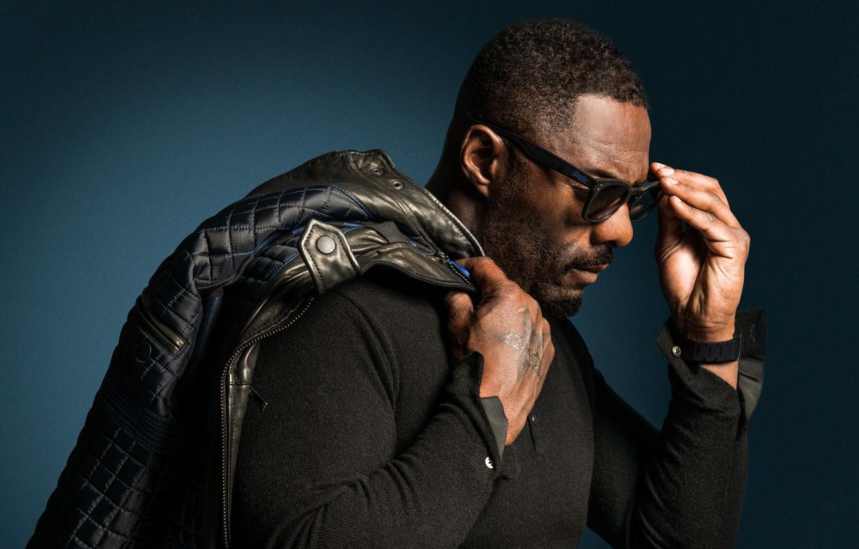Фото обои поза, очки, актер, профиль, actor, glasses, Idris Elba, Идрис Эльба, profile, posture, куртка на плече, ...