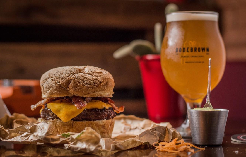 Фото обои бокал, еда, пиво, бутерброд, гамбургер, горчица