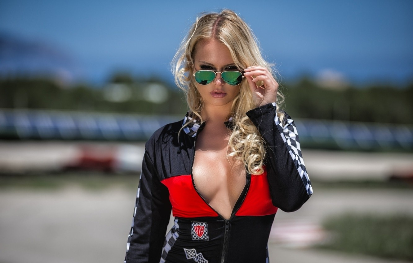 Фото обои girl, cleavage, Model, breast, photo, lips, blonde, open clothes, suit, chest, sunglasses, portrait, mouth, wavy …