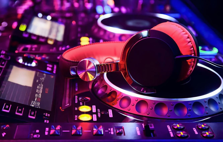 Фото обои Pink, Purple, Colorful, Lights, Night, Button, Headphones, Blur, DJ Turntable