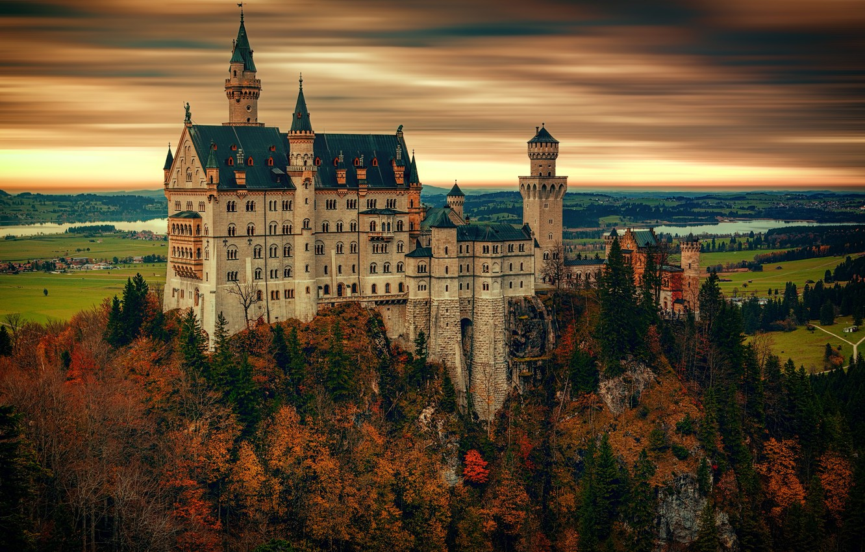 Фото обои осень, лес, небо, облака, деревья, пейзаж, закат, горы, река, замок, пасмурно, скалы, высота, обработка, вечер, …