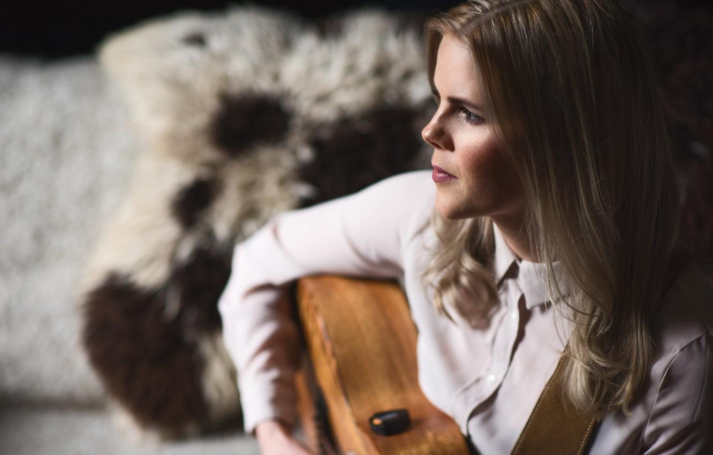 Фото обои девушка, гитара, портрет