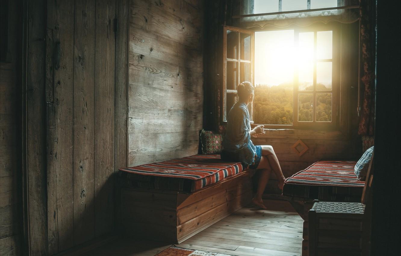 Фото обои лес, девушка, солнце, скамейка, дом