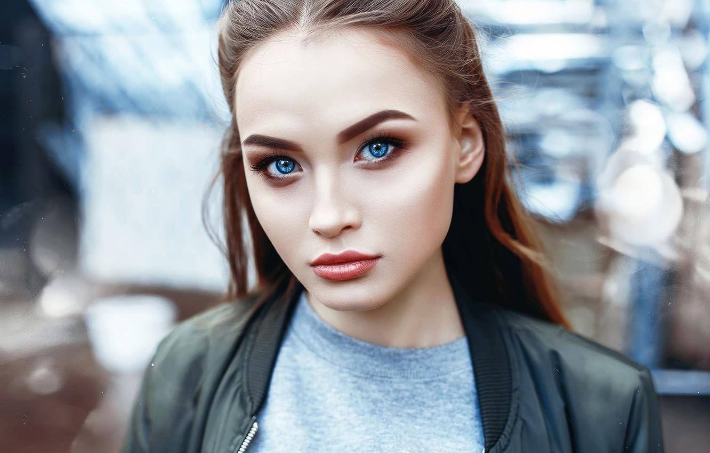 Фото обои girl, brown hair, photo, photographer, blue eyes, model, bokeh, lips, face, brunette, t-shirt, portrait, jacket, …