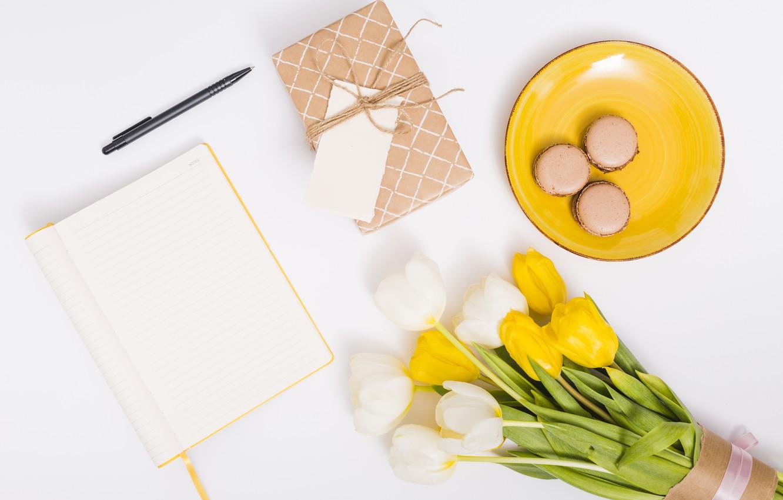 Фото обои подарок, букет, тюльпаны, блокнот, macaron