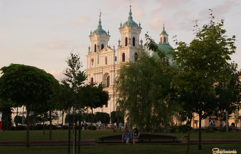 Фото обои сквер, Беларусь, гродно, фарный костел