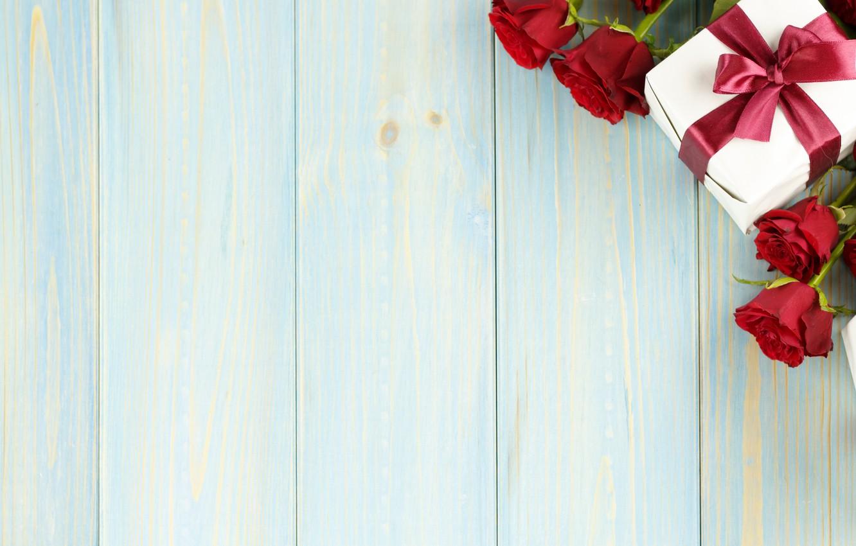Фото обои цветы, подарок, розы, букет, red, love, wood, romantic, valentine's day, gift, petals, roses, красные розы