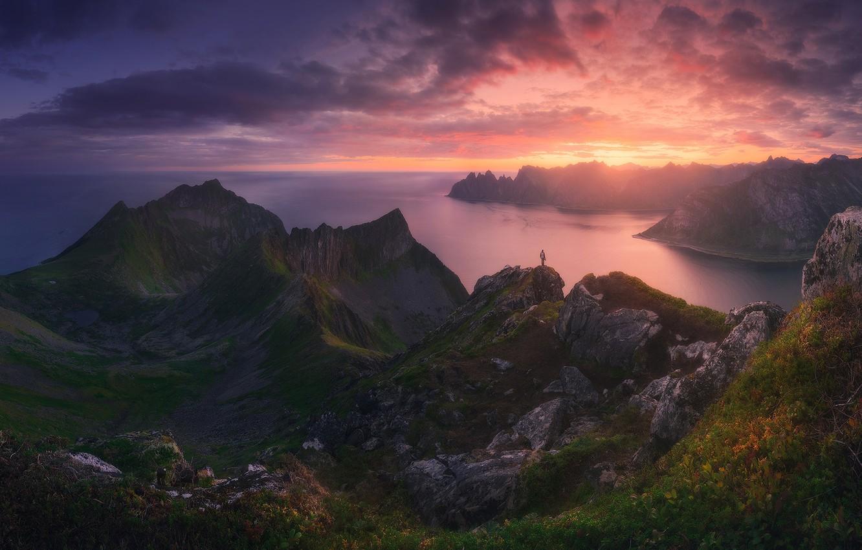 Фото обои закат, горы, скалы, человек, вечер, парень, водоем, турист