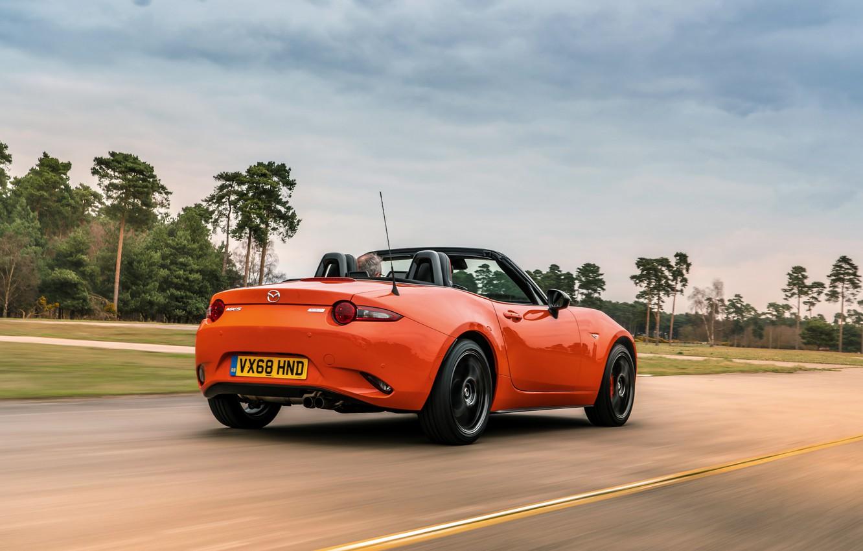 Фото обои дорога, небо, оранжевый, Mazda, родстер, MX-5, 30th Anniversary Edition, 2019