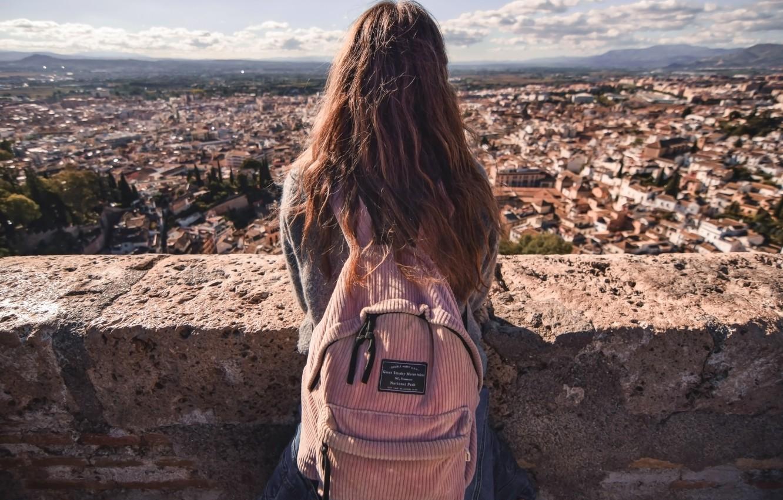 Фото обои город, Девушка, рюкзак