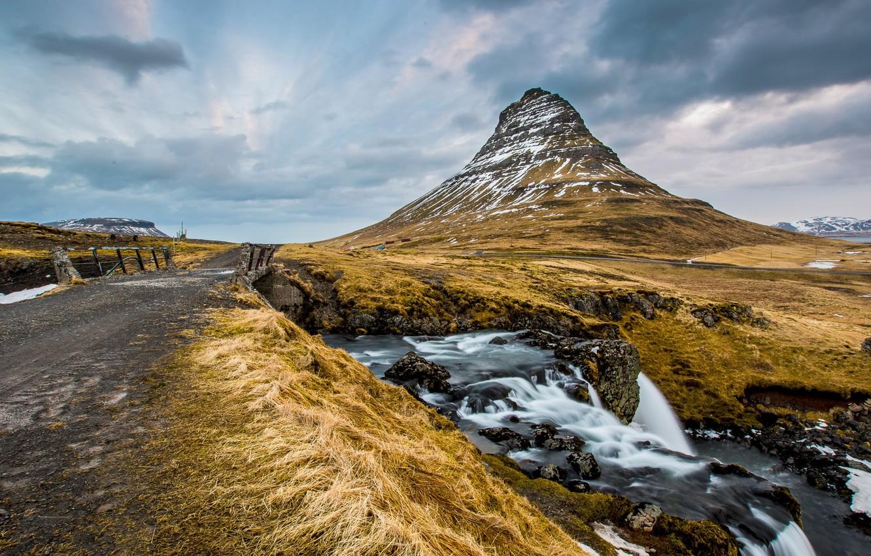 обои на рабочий исландия держит