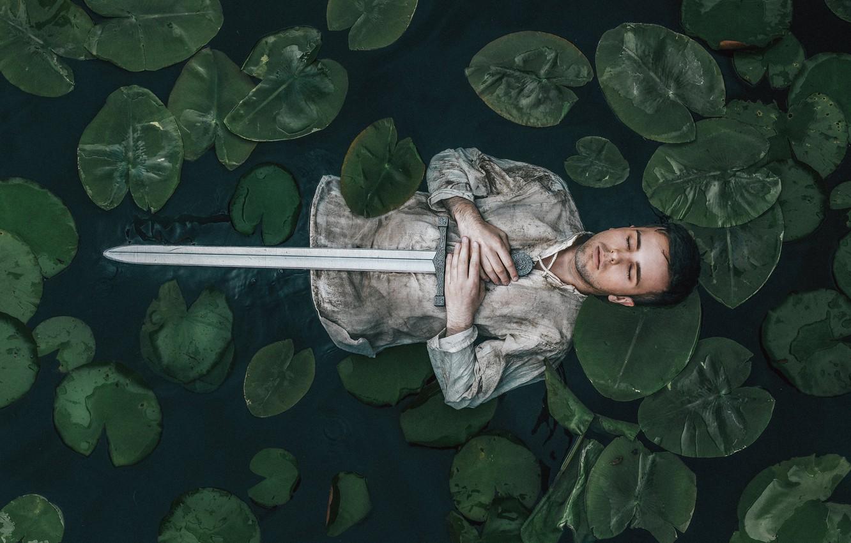 Фото обои река, человек, меч