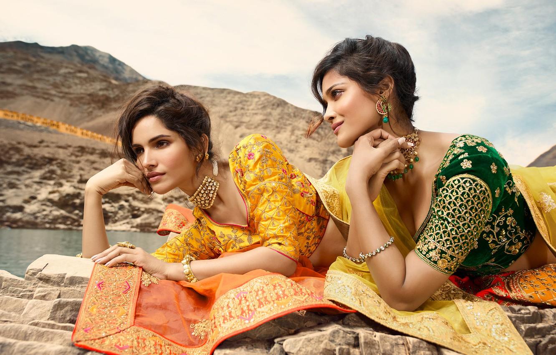 Фото обои girl, fashion, eyes, smile, beautiful, model, lips, face, hair, brunette, pose, indian, makeup, saree, sari, …