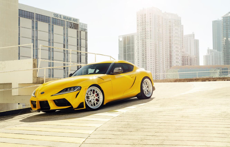 Фото обои жёлтый, здания, спорткар, Toyota Supra, 2020 Toyota GR Supra
