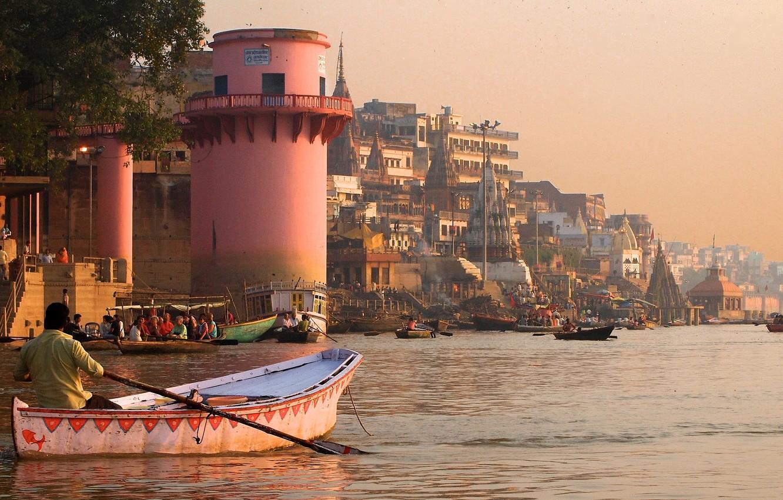 Фото обои город, река, здания, дома, лодки, Индия, Варанаси