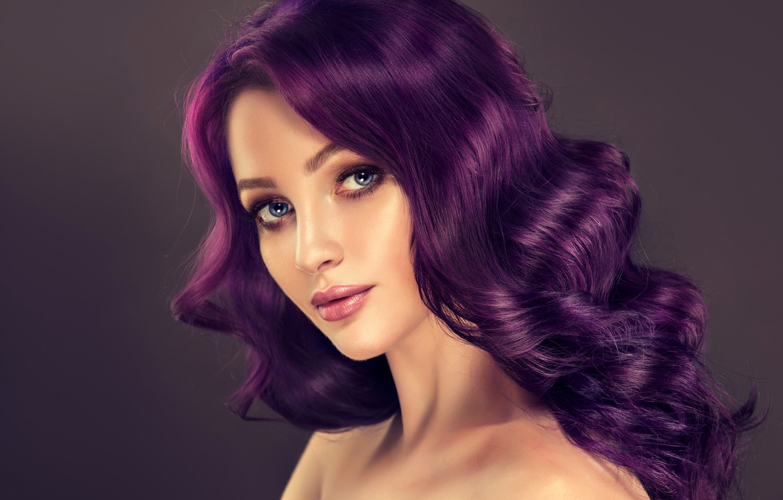 Девушки на фиолетовом фоне без лица