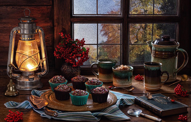 Фото обои стиль, ягоды, чайник, окно, кружка, фонарь, книга, натюрморт, рябина, гроздья, кексы
