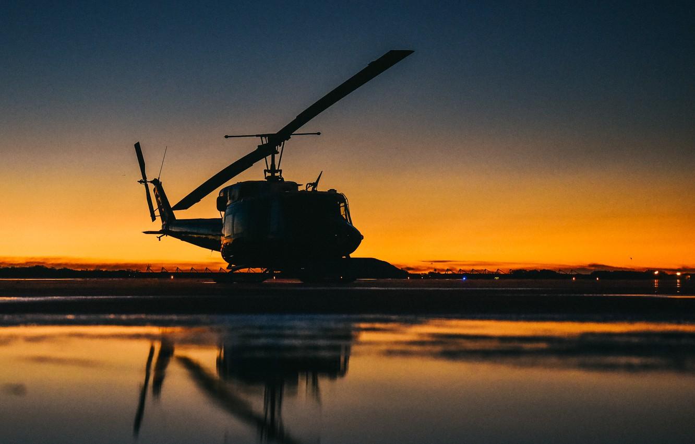 Фото обои Bell Helicopter Textron, американский многоцелевой вертолёт, UH-1N Iroquois, Первая серийная модель Bell 212