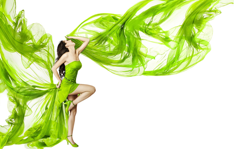 Фото обои девушка, поза, танец, макияж, фигура, платье, брюнетка, прическа, туфли, белый фон, ткань, ножки, зелёная