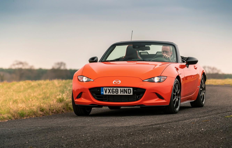 Фото обои оранжевый, Mazda, родстер, MX-5, на дороге, 30th Anniversary Edition, 2019