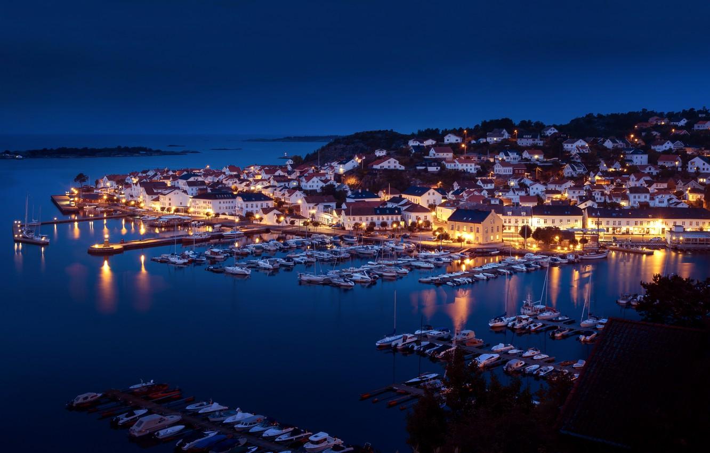 Фото обои море, ночь, здания, дома, яхты, порт, Норвегия, панорама, катера, гавань, Norway, Risør, Пролив Скагеррак, Рисёр, …
