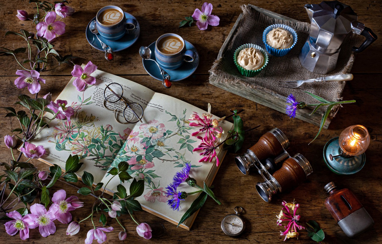 Фото обои цветы, стиль, очки, бинокль, книга, натюрморт, капучино, анемоны, кексики