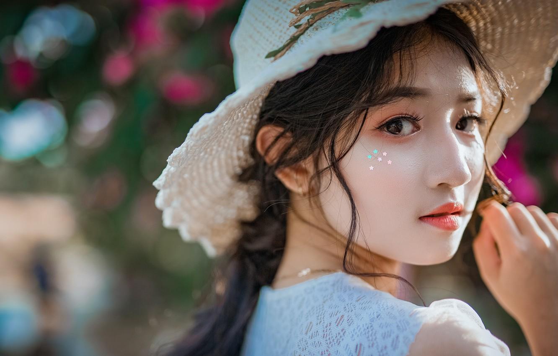Фото обои взгляд, девушка, портрет, шляпа, макияж, азиатка, боке