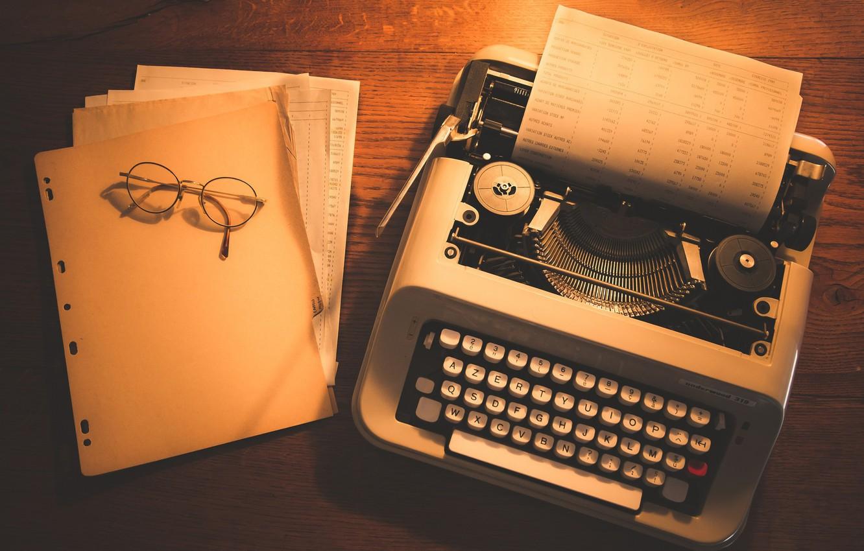 Фото обои очки, листы, печатная машинка, документы, деревянный стол