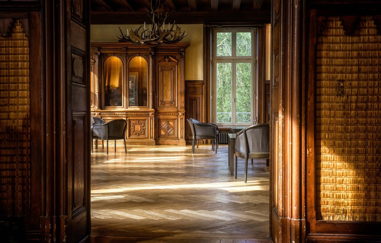 Фото обои комната, интерьер, двери, окно, кресла, люстра, шкаф, зал, гостиная