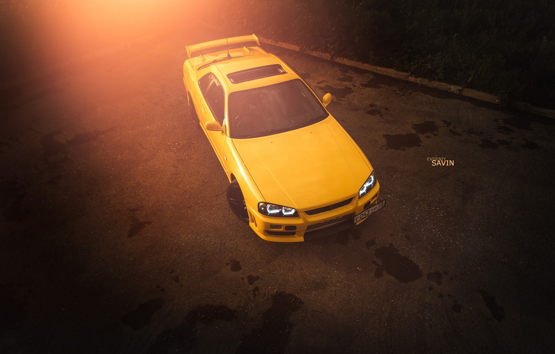 Фото обои car, авто, лето, асфальт, желтый, nissan, turbo, summer, блик, skyline, ниссан, speed, low, R34, worn9, …