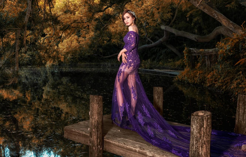 Фото обои осень, взгляд, листья, вода, девушка, деревья, ветки, природа, поза, озеро, пруд, стиль, парк, отражение, ноги, …