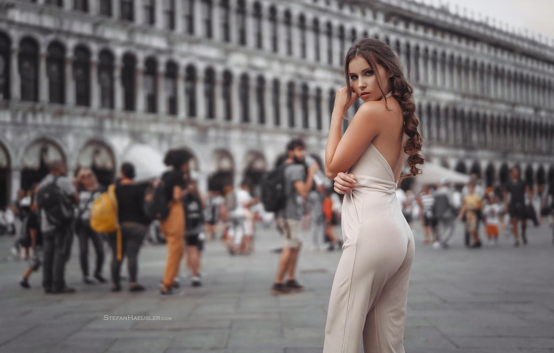 Фото обои попа, девушка, площадь, Италия, Венеция, ножки, Stefan Häusler, Viktoria Stephanie