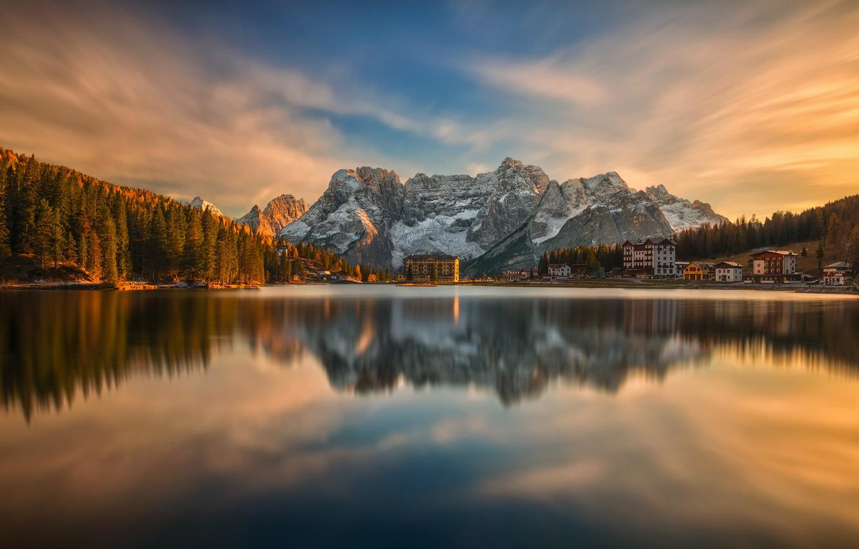 Фото обои осень, пейзаж, закат, горы, природа, озеро, отражение, деревня, Италия, леса, Доломиты, Мизурина, Misurina