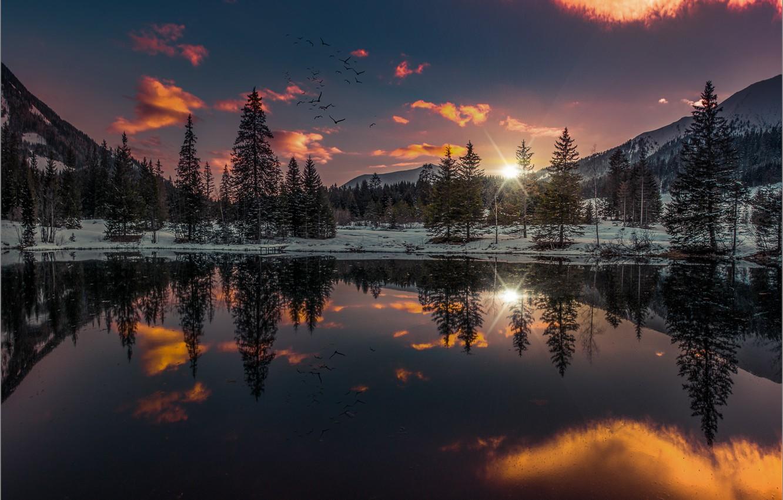 Фото обои зима, лес, небо, закат, горы, птицы, озеро, отражение, Friedrich Beren